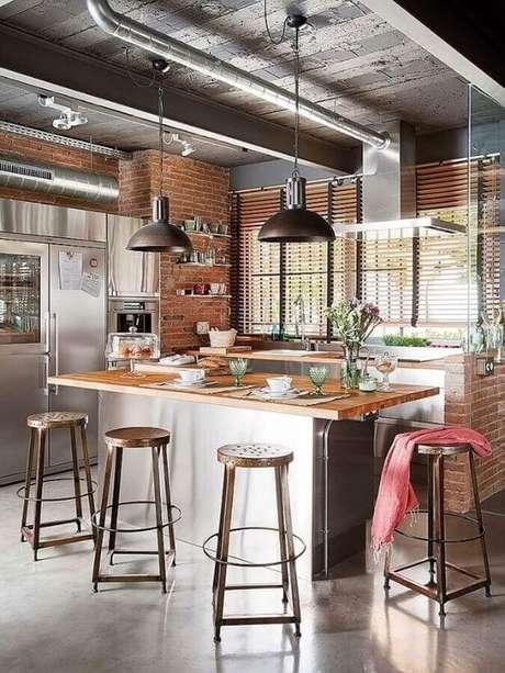 29. Armários com acabamento em inox para decoração de cozinha estilo industrial com ilha – Foto: Archidea