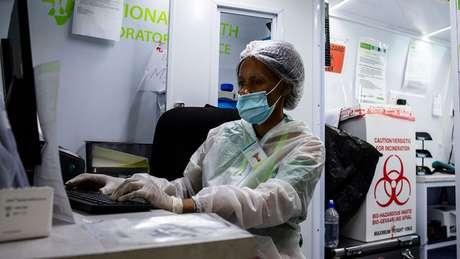 África do Sul participou de testes de vacinas em humanos, mas ainda não começou a vacinar pessoas