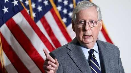 Líder da minoria republicana no Senado, Mitch McConnell, foi um dos 45 republicanos do Senado que votaram pelo engavetamento do impeachment