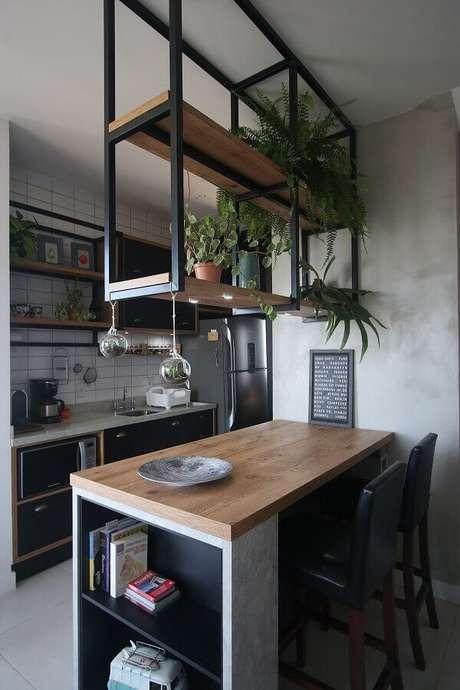 18. Decoração simples com prateleiras suspensas para cozinha americana estilo industrial pequena – Foto: Pinterest