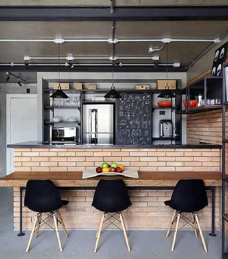 22. Decoração em tons de cinza para cozinha americana estilo industrial – Foto: Simples Decoração