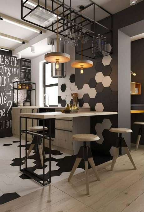 6. Invista no revestimento hexagonal para a decoração de cozinha estilo industrial moderna – Foto: Futurist Architecture