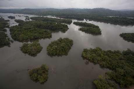 Área do rio Xingu inundada para construção da usina de Belo Monte  23/11/2013 REUTERS/Paulo Santos