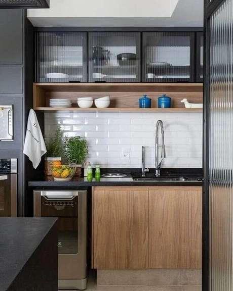 15. O subway tile é um ótimo revestimento para cozinha estilo industrial pequena – Foto: Casa 336