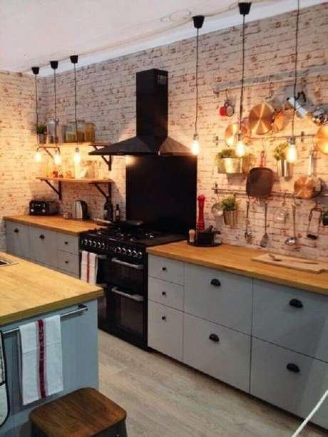 25. Parede de tijolinho rústica para decoração de cozinha estilo industrial – Foto: Apartment Therapy