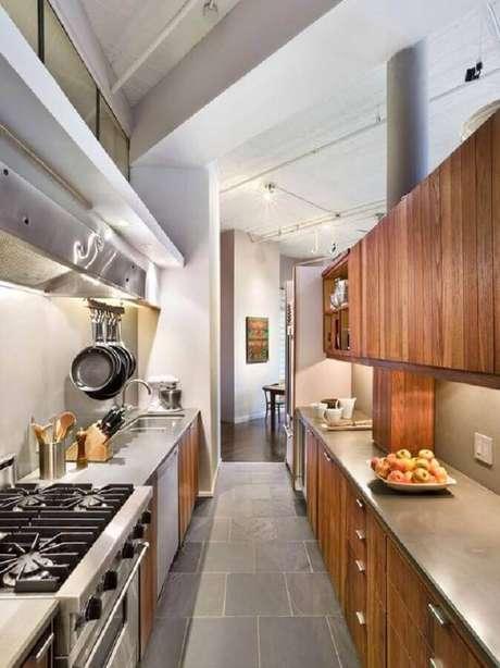 16. Decoração de cozinha estilo industrial pequena com armários de madeira – Foto: Home Fashion Trend