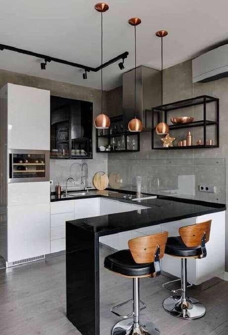 21. A luminária pendente deu um toque charmoso na decoração da cozinha planejada estilo industrial – Foto: Arkpad
