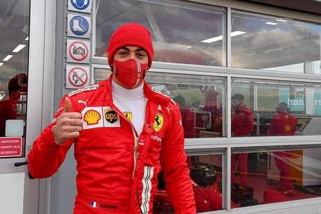 Alesi tenta a sorte no Japão (Foto: Ferrari)