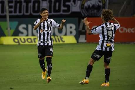 Com dois gols de Savarino, Atlético-MG vence reservas do Santos