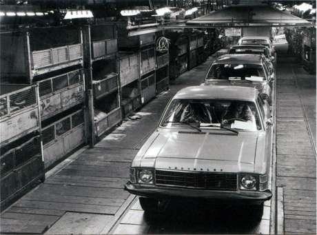 Primeiro carro de passeio fabricado pela Chevrolet no Brasil foi o Opala, lançado em 1968.