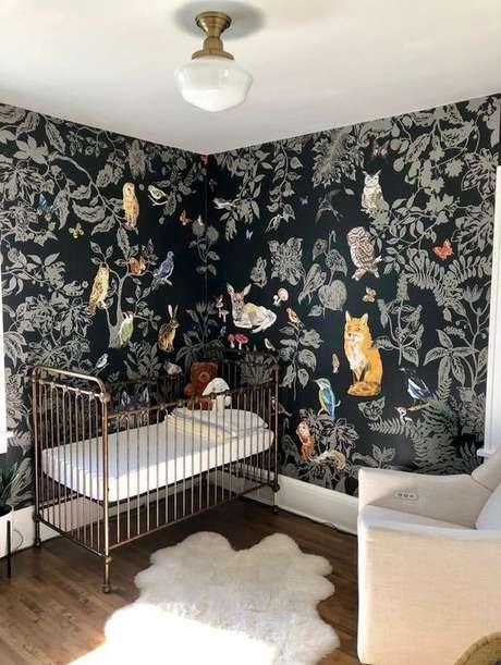 45. Papel de parede preto com temática de floresta – Via: Arkpad