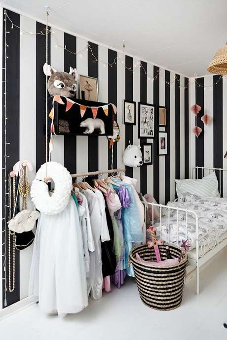 50. Papel de parede preto e branco – Via: Panda Silk