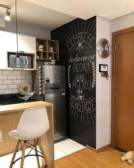 15. Papel de parede preto para cozinha – Via: Fashion Bubbler