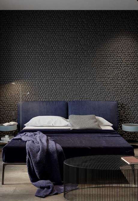 19. Papel de parede preto para quarto de casal chique – Via: Pinterest