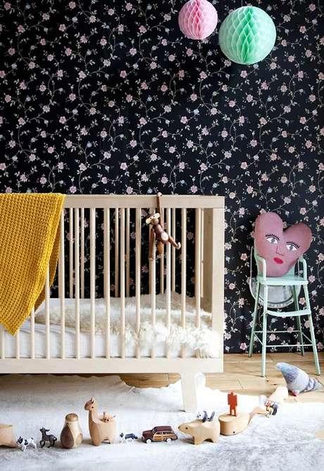 21. Papel de parede preto para quarto de bebê – Via: Pinterest