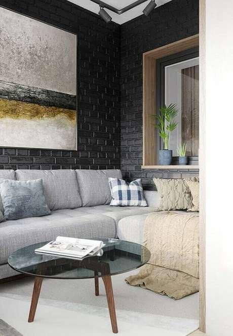 23. Papel de parede preto tijolinho – Via: Raquel Sousa