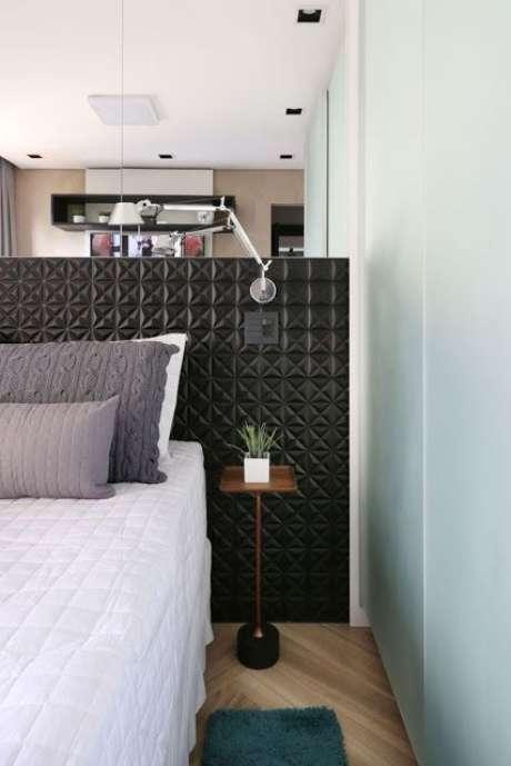 8. Papel de parede 3D preto – Via: Jeito de Casa