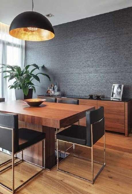 28. Sala de estar moderna decorada com papel de parede preto – Via: Sua Decoração
