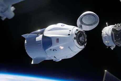 Crew Dragon, fruto de um desses programas de fomento da NASA (Crédito: SpaceX)