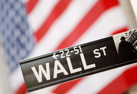 Placa de sinalização de Wall Street. 30/09/2008. REUTERS/Lucas Jackson.