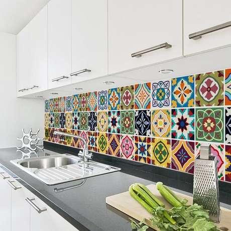 7. Revestimento para área gourmet colorida – Via: Sirface Graphics