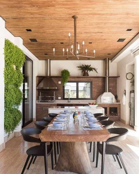 57. Revestimento para área gourmet no jardim vertical – Via: Pinterest