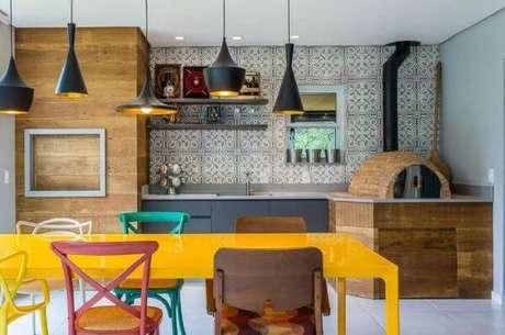 10. Revestimento para área gourmet colorida – Via: Pinterest