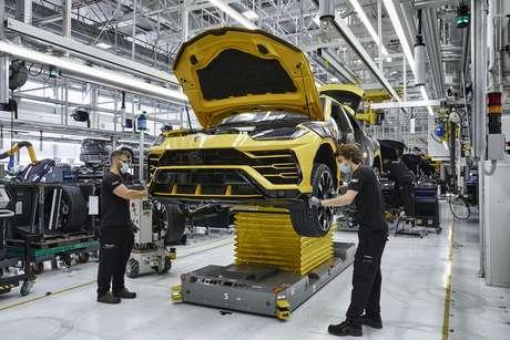 Produção da Lamborghini na Itália: uma das marcas que compõem o Grupo Volkswagen.