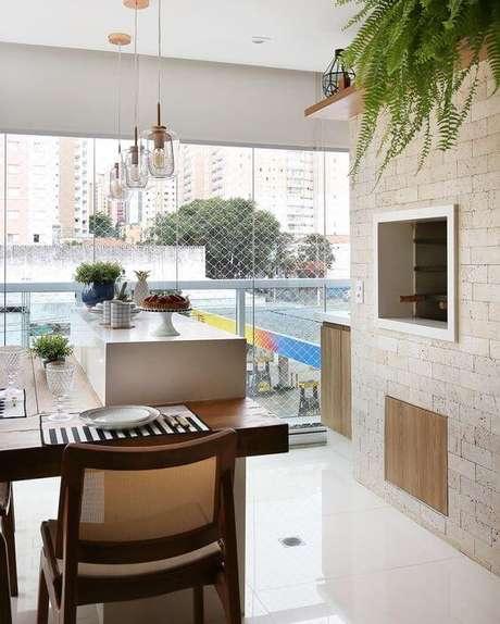 61. Revestimento para área gourmet com churrasqueira – Via: Pinterest