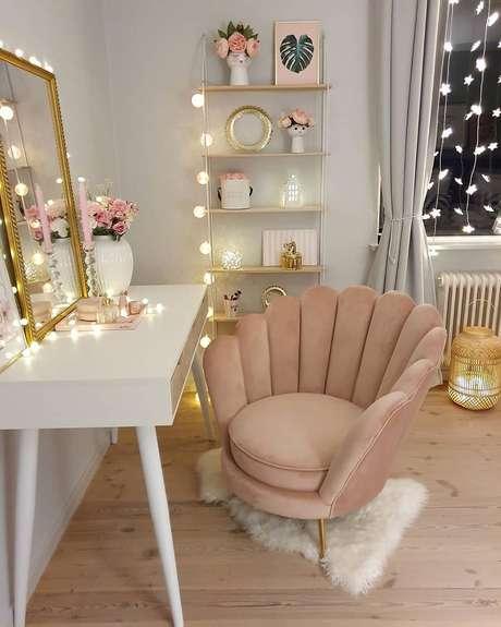 4. Cadeira para penteadeira chique e confortável – Via: Pinterest