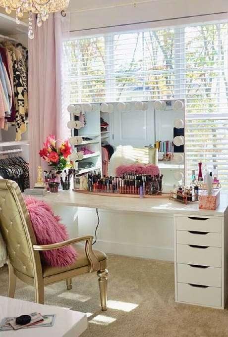 20. Cadeira dourada para penteadeira camarim – Via: Pinterest