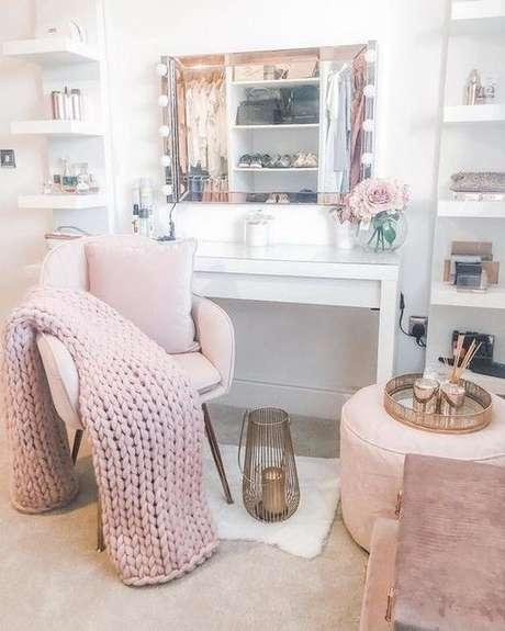 27. Cadeira para penteadeira camarim – Via: Ikea