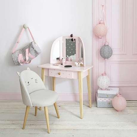 8. Cadeira para penteadeira infantil – Via: Pinterest