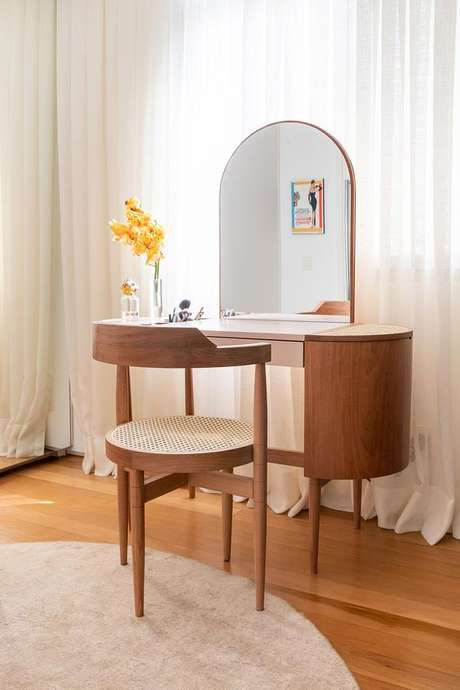 33. Cadeira para penteadeira de madeira – Via: Casa de Valentina