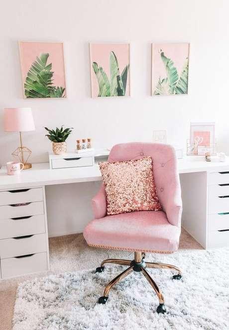 1. Cadeira para penteadeira rosa com almofada de glitter – Via: Pinterest