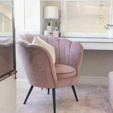 43. Cadeira para penteadeira rosa – Via: Pinterest