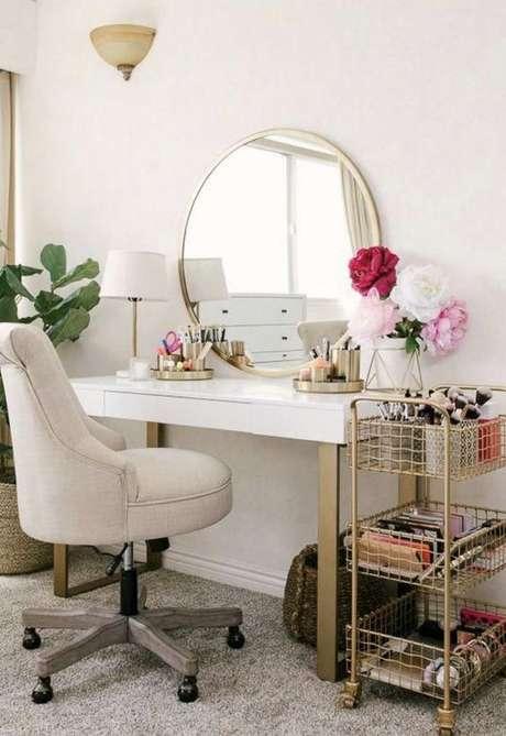 26. Cadeira para penteadeira com rodinhas – Via: Wayfair