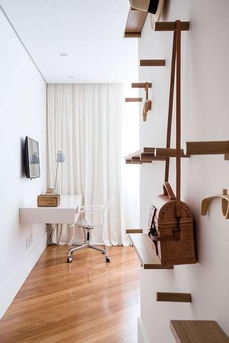 6. Cadeira transparente para penteadeira – Via: Casa da Valentina
