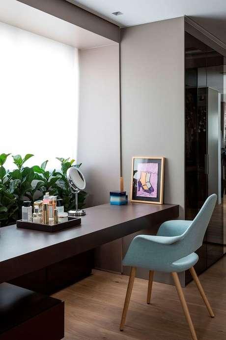 44. Cadeira para penteadeira azul – Via: Casa de Valentina