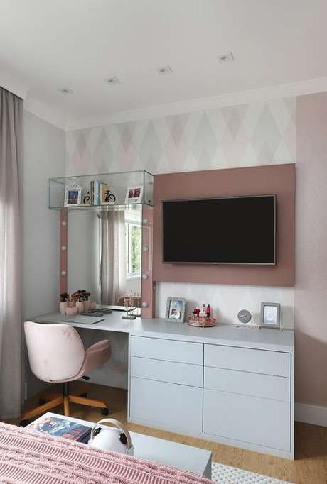 41. Cadeira para penteadeira rosa – Via: Casa de Valentina