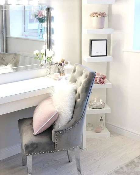 10. Cadeira para penteadeira cinza e moderna – Via: Ikea