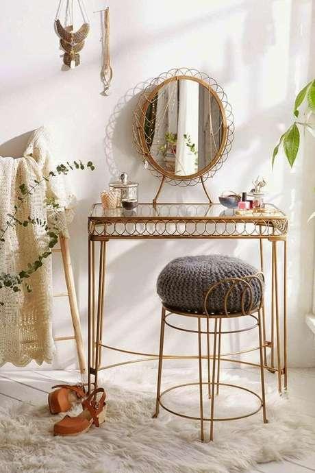 28. Cadeira para penteadeira chique de ferro – Via: Pinterest
