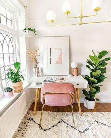 39. Cadeira para penteadeira rosa e branca – Via: Decor Mattters