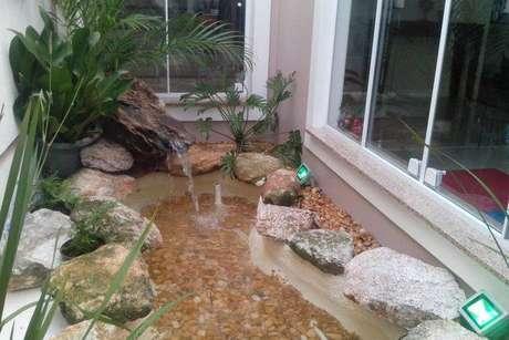 27. Fontes de água são ótimas formas de decorar um jardim de inverno