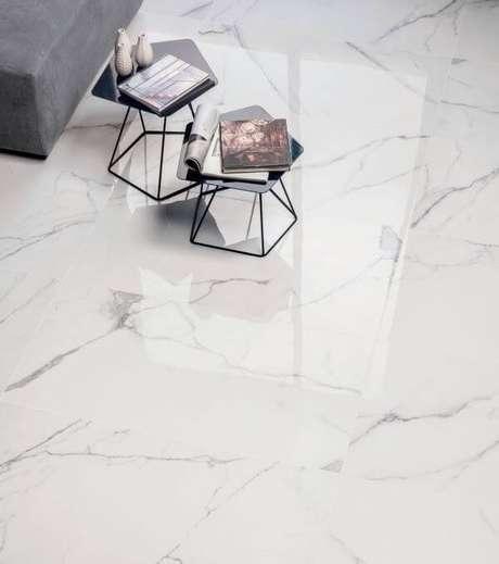 52. Piso marmorizado branco – Via: Pinterest
