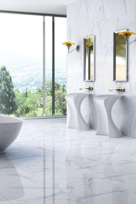 17. Piso branco com porcelanato marmorizado – Via: Nobre Acamentos