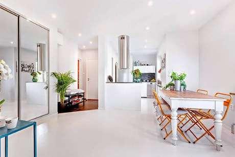22. Piso branco na cozinha moderna – Via: Limão nágua