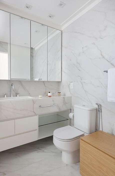 44. Piso branco porcelanato marmorizado – Via: Mariana Orsi