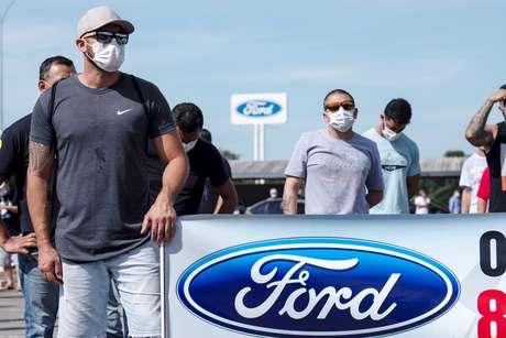 Trabalhadores protestaram em frente a fábrica da Ford em Taubaté. 18/1/2021. REUTERS/Roosevelt Cassio
