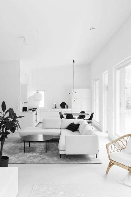 60. Piso branco na sala moderna – Via: Design Setter